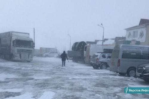 Повремените с поездкой. На юге региона продолжается расчистка трасс от снежных завалов